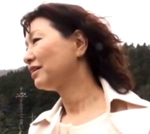 【里中亜矢子】温泉母子相姦 シーツを握りしめて近親SEXの快感に耐える五十路母