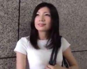 SEXに飢えきっている清楚な人妻とガラス張りの高層ホテルでハメ撮り敢行!