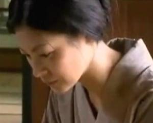 嫁いた村で男たちの肉便器に落ちる美しい人妻 ヘンリー塚本