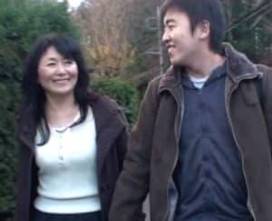 松岡貴美子 数年ぶりに肉体を貪り合う還暦母と息子の温泉母子交尾 - 熟女専門無料エロ動画 熟女のワレメ