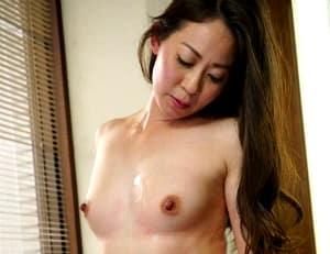【野本京香】1ヶ月の禁欲生活で敏感なカラダになっている四十路母を襲う息子