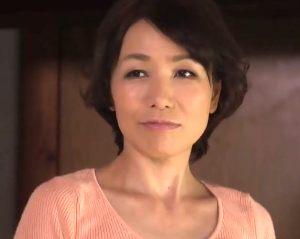 【内原美智子】中出し近親相姦 彼女が出来た息子から童貞を奪い取った六十路母