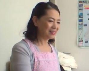 おばさんレンタルの仕事で訪れた若者に口説き落とされる53歳の人妻