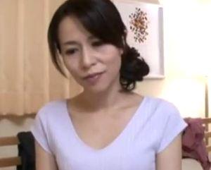 【井上綾子】いやらしい妄想を掻き立てられる四十路熟女の母の親友